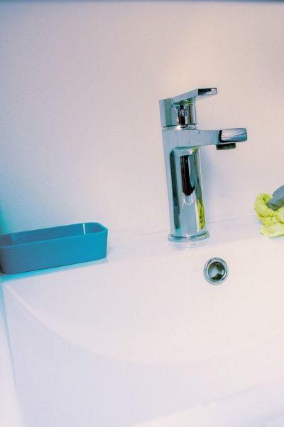 Proste sposoby na utrzymanie czystości w łazience